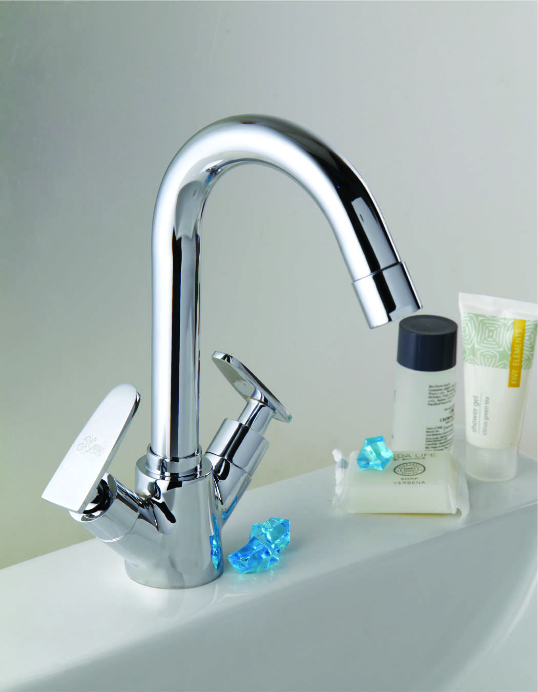 CENTER HOLE BASIN MIXER (2 KNOB)